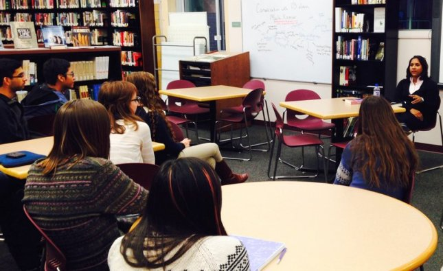 Mala Kumar talking with Creative Writing students in the library.